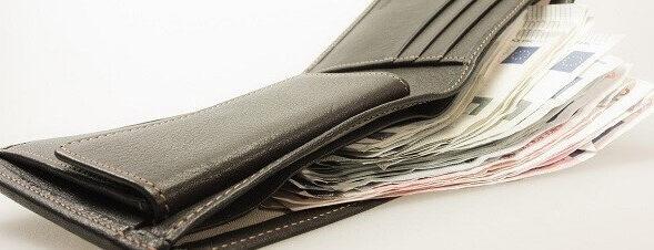 Více peněz od ledna 2017. Minimální mzda se zvýší o 1100 korun